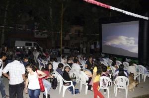 Programa cine en los barrios en Cuyaya