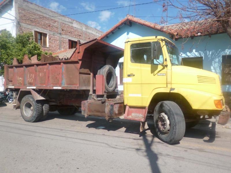 secuestran-un-camion-que-extraia-lajas-de-la-zona-de-los-diques_13928