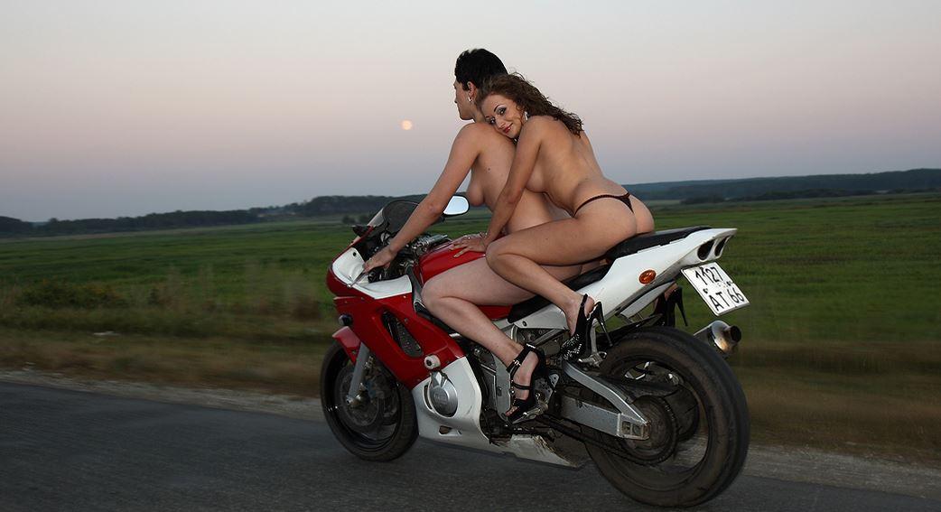 порно фото девушек на мотоцикле