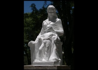 monumento madre