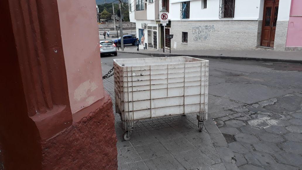 carrito bloqueando la vereda 2