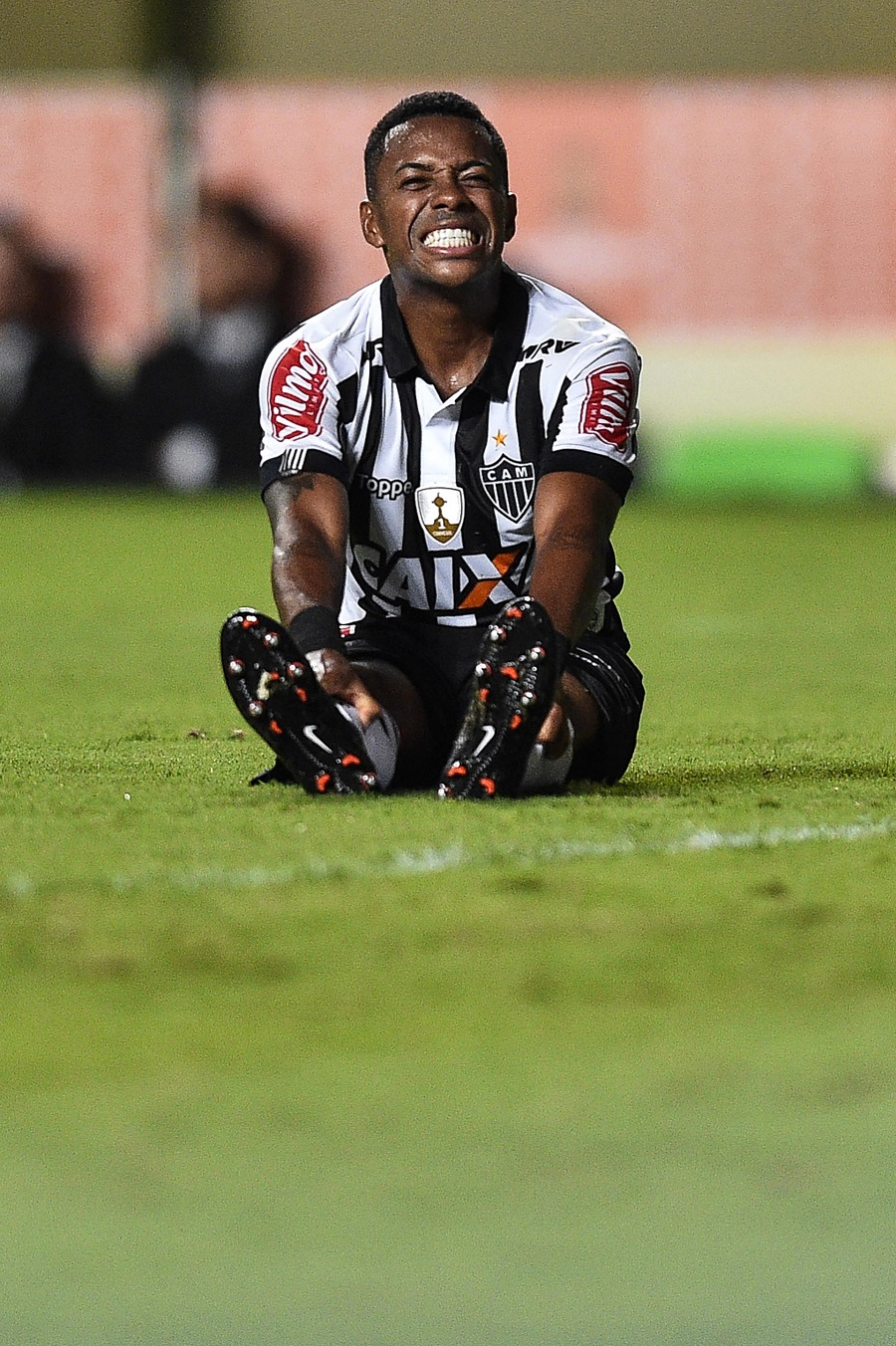 BELO HORIZONTE, BRAZIL - APRIL 13: Robinho #7 of Atletico MG a match between Atletico MG and Sport Boys as part of Copa Bridgestone Libertadores 2017 at Independencia stadium on April 13, 2017 in Belo Horizonte, Brazil. (Photo by Pedro Vilela/Getty Images)